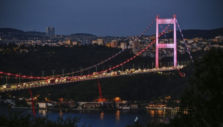 Turcija Bosfora tiltu pārdēvēs par 15. jūlija mocekļu tiltu