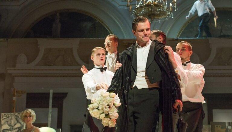 Foto: Dailes teātrī tapis Vecgada koncerts 'Mana sirds uz trotuāra'