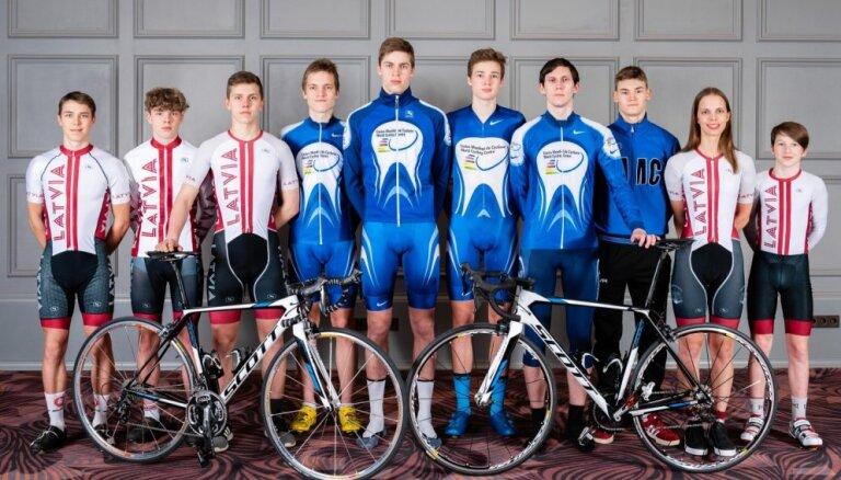 Latvijas vadošajiem jauniešu riteņbraucējiem uzdāvina inventāru