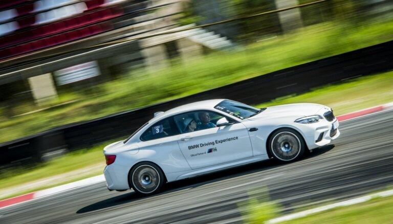 Foto: Veselu nedēļu Biķernieku trasi pierūcinājuši 'BMW M2' un 'M5' sportiskie auto