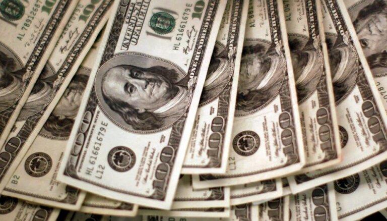 Доллар впервые с 2013 года утратил лидерство в трансграничных платежах