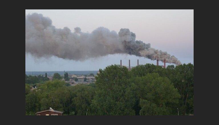 Жители протестуют против загрязнения воздуха заводом Liepājas metalurgs