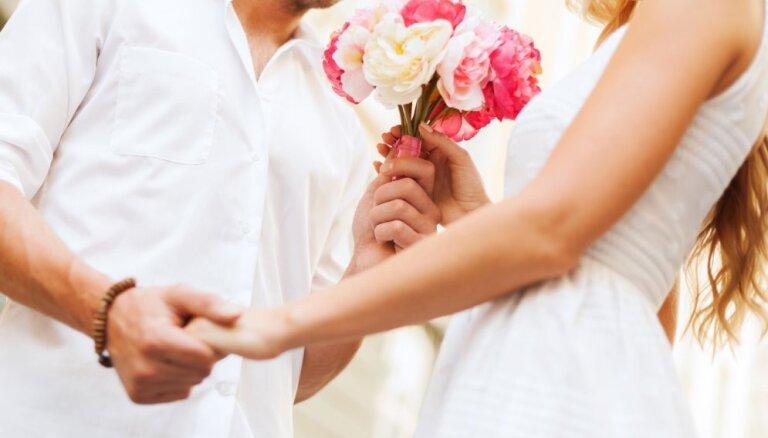 Piemērotākie sarunu temati, lai kliedētu neveiklību randiņa laikā