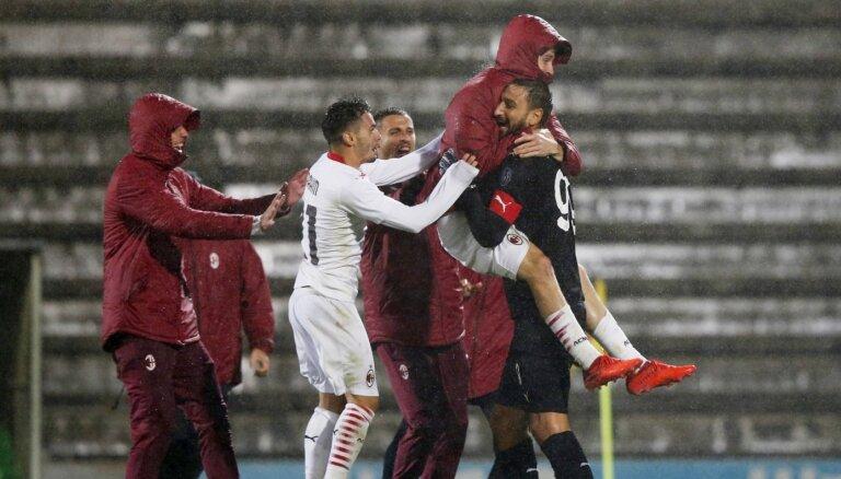 'AC Milan' 24 'pendeļu' trillerī iekļūst UEFA Eiropas līgas grupas turnīrā