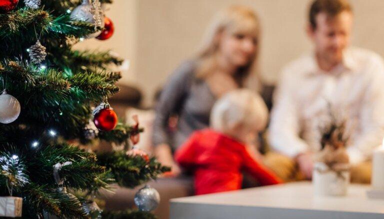 Pirmajā adventē audžuģimenes satiksies Ziemassvētku pasākumā