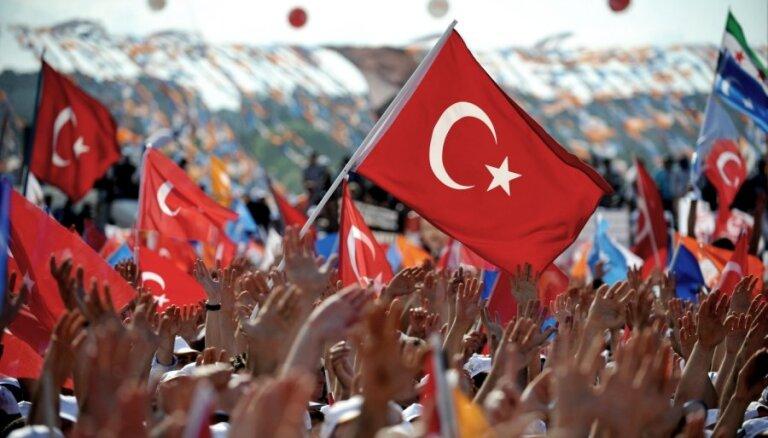 """Латвийские бизнесмены пробиваются в Турцию """"под крылом"""" президента Берзиньша"""