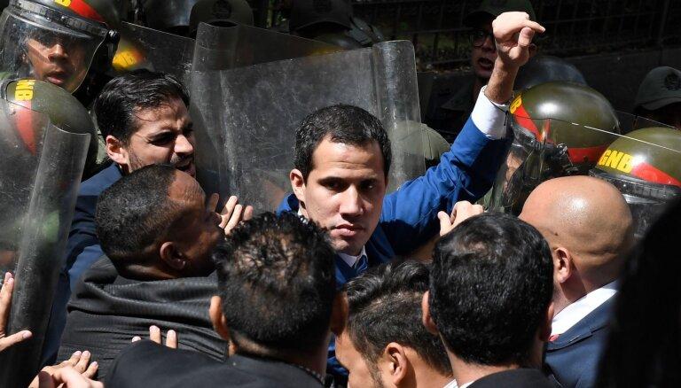 Кризис в Венесуэле: соперник Гуайдо объявил себя новым спикером парламента