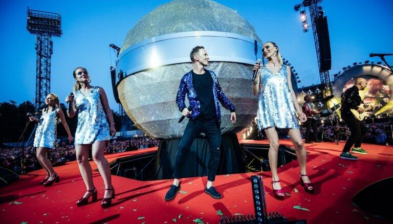 Foto: Liepājā fanu tūkstošus sajūsmina 'Prāta vētras' grandiozais šovs