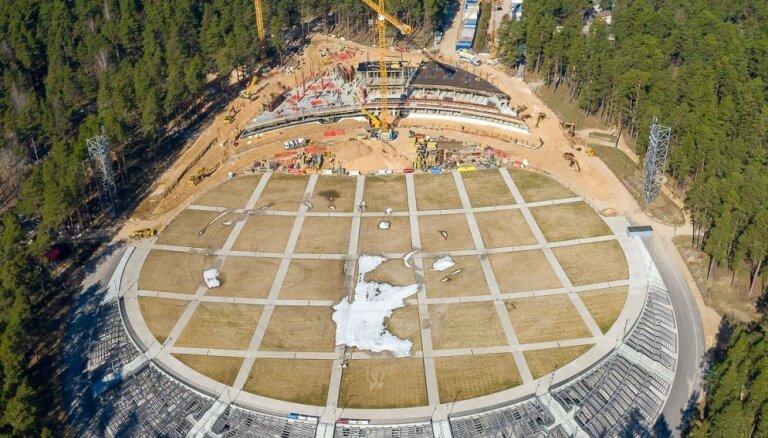 Drona kadri: Mežaparka lielajai estrādei top dzelzsbetona karkass