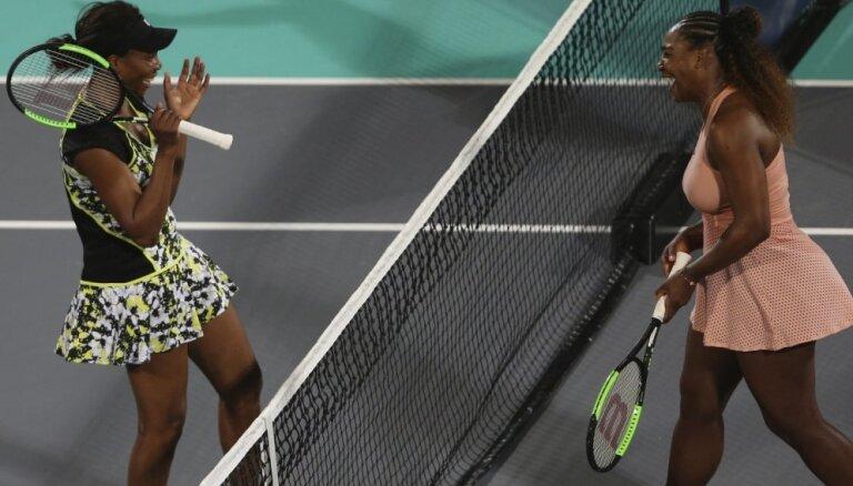 Venusa Viljamsa paraugspēlē Abu Dabī uzvar savu māsu Serēnu