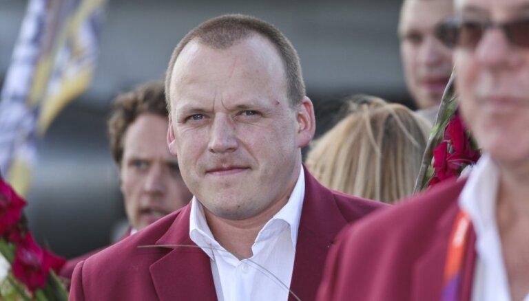 'Tīrā' sportā mums vieglāk konkurēt ar lielvalstīm, saka Latvijas vadošais fizioterapeits Osovskis