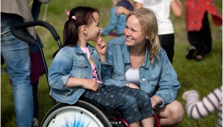 'Palīdzēsim.lv' nosvinējuši 10 gadu jubileju – darbības laikā palīdzēts 500 bērniem