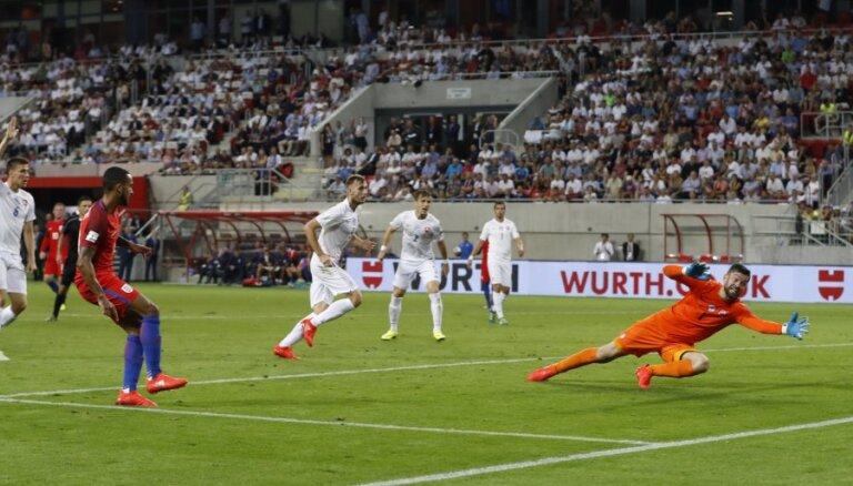 ВИДЕО: Англия вырвала победу в Трнаве, Казахстан не уступил полякам, Литва упустила три очка