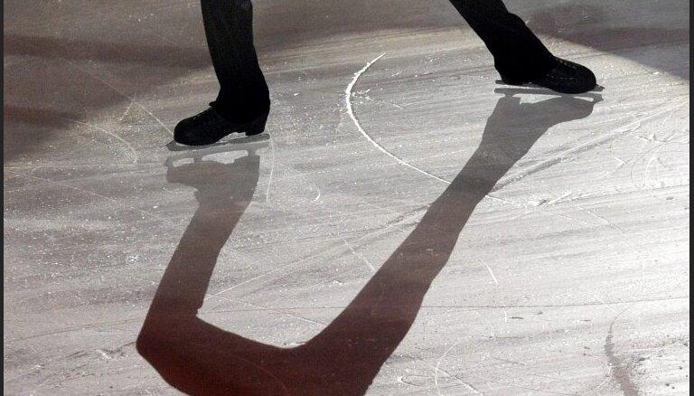 Iestājoties salam, stadionā Ādažos uzliets ledus un atvērta slidotava