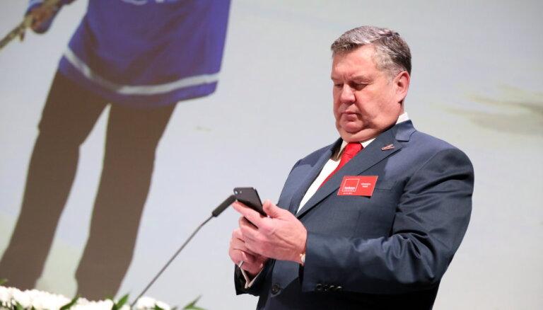 Administratīvi sodīti seši deputāti; atkal 'iekrīt' Urbanovičs