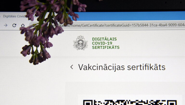 Saeima konceptuāli atbalsta tiesības atlaist darbinieku bez Covid-19 sertifikāta