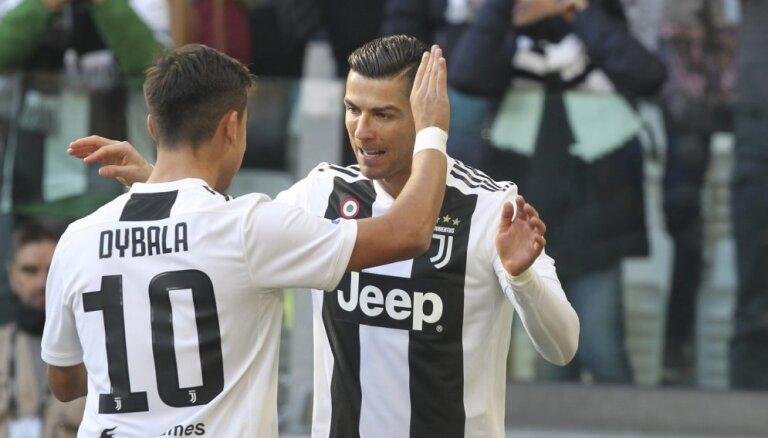 Ronaldu gūst divus vārtus 'Juventus' uzvarā pirms ziemas pārtraukuma