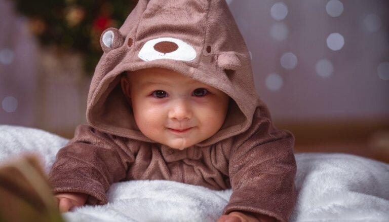Ābecīte vecākiem: mazuļa attīstība no dzimšanas līdz 11 mēnešu vecumam