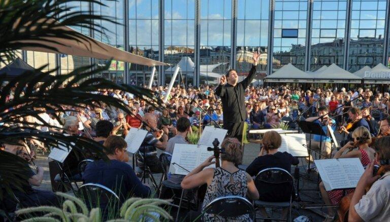 Foto: Izskanējis Latvijas Nacionālā simfoniskā orķestra brīvdabas koncerts 'Origo Summer Stage'