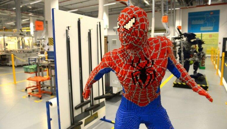 Foto: Pasaules lielākais rotaļlietu ražotājs – 'Lego' rūpnīca Čehijā