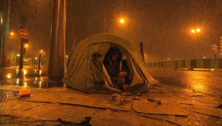 Parīzes bezpajumtnieki un Amerikas mīti. Dokumentālās filmas 'Rīgas Fotomēneša' programmā