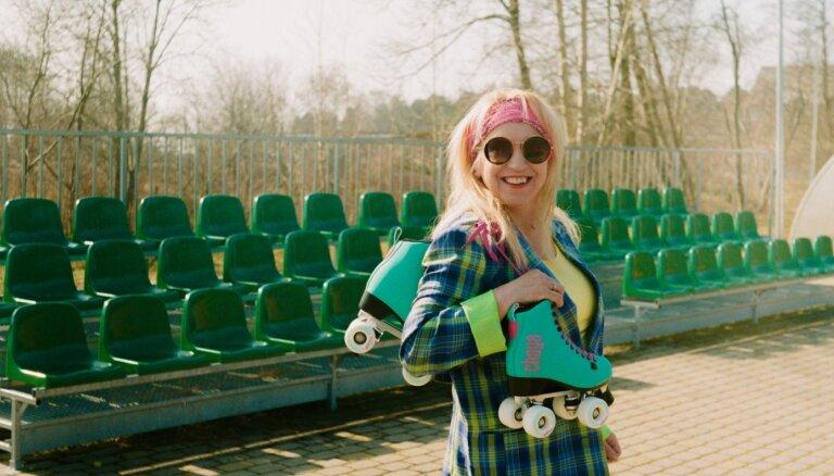 Noklausies! Olga Rajecka piedāvā jaunu dziesmu pavasarīgās noskaņās
