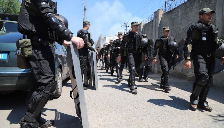 Odesas cietumā dumpī iesaistās vairāki simti ieslodzīto
