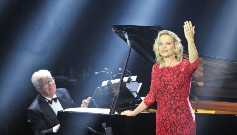 Foto: Divu jubilāru radošā tikšanās – Elīna Garanča un Raimonds Pauls vienā koncertā