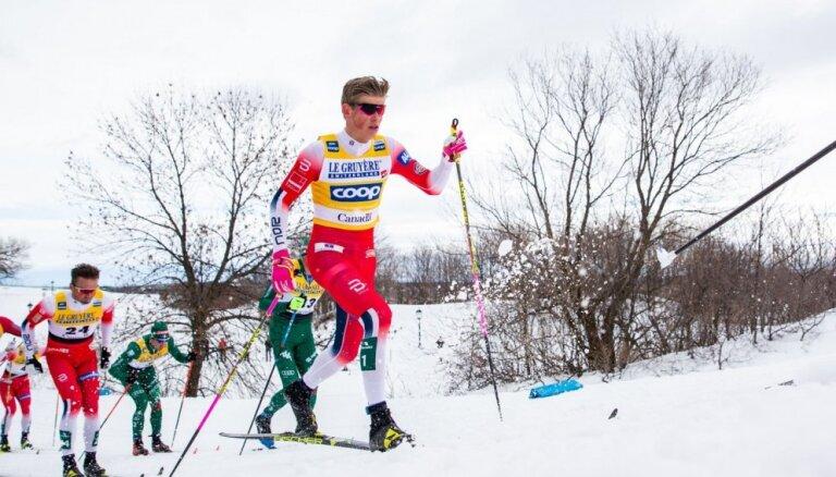 Norvēģijas distanču slēpotāji Klēbo un Ūstberga iegūst Lielos kristāla globusus