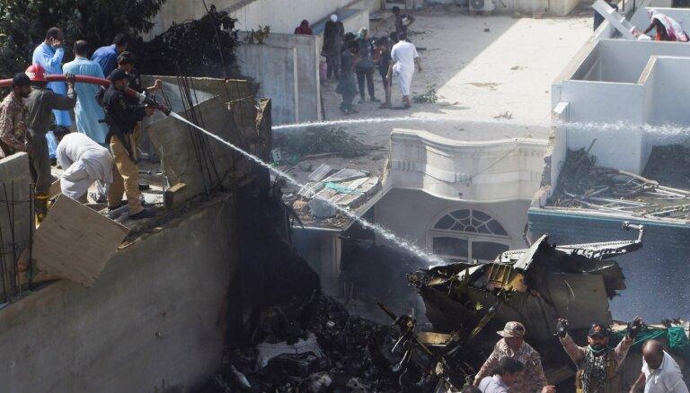 В Пакистане разбился пассажирский самолет Airbus 320. Двое пассажиров выжили