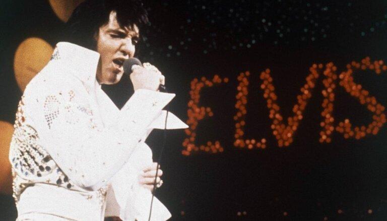 Лучшие видео недели: пинок от экскаватора, живой Гарфилд и любовь к Элвису