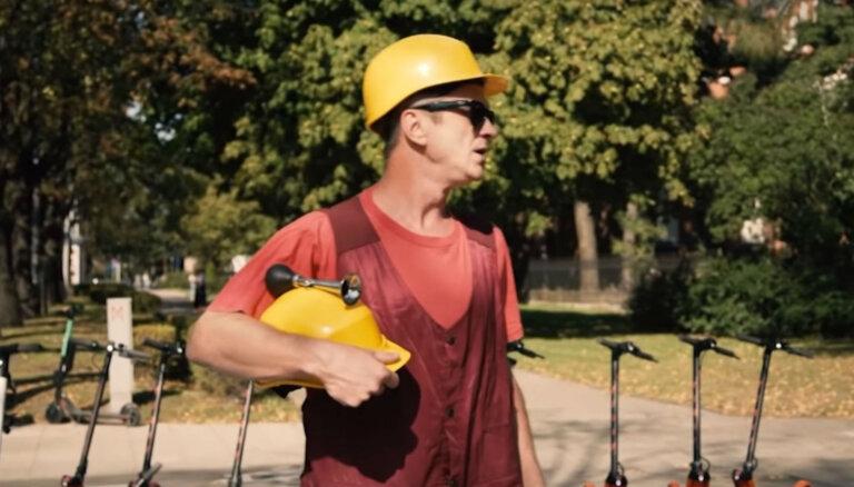 Video: Skutelis piedāvā elektriskajam skrejritenim alternatīvu pārvietošanās līdzekli
