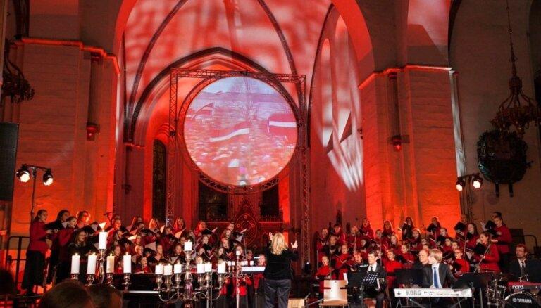 Foto: Barikādēm veltīts koncerts 'Ar Domu par rītdienu' Rīgas Domā