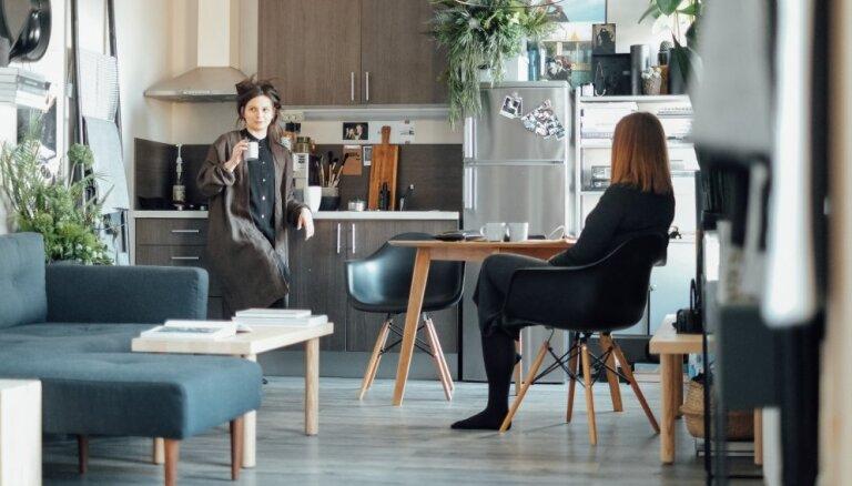 Skandināvu stila pērles: pieci stāsti par gaumīgiem dzīvokļiem Rīgā