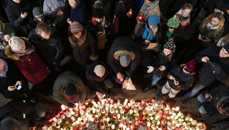 Tūkstoši Polijā piemin nodurto Gdaņskas mēru