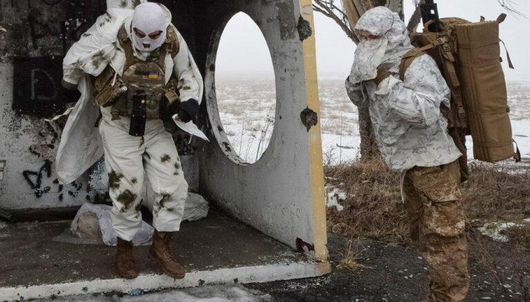 Foto: Ukrainas snaiperi saimnieko Doņeckas lidostas apkārtnē