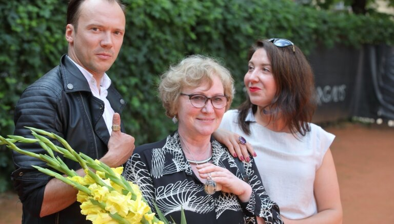 Par Nacionālā teātra labākajiem aktieriem atzīti Kugrēna un Krūzkops, gada izrādes – 'Pūt, vējiņi!' un 'Latvieši'