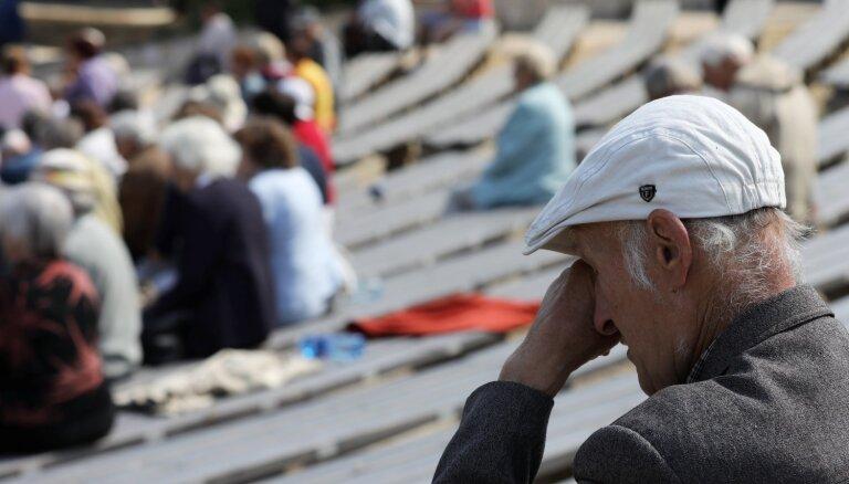 Foto: Politiski represēto salidojumā piemin Sibīrijas sāpju ceļus izgājušos