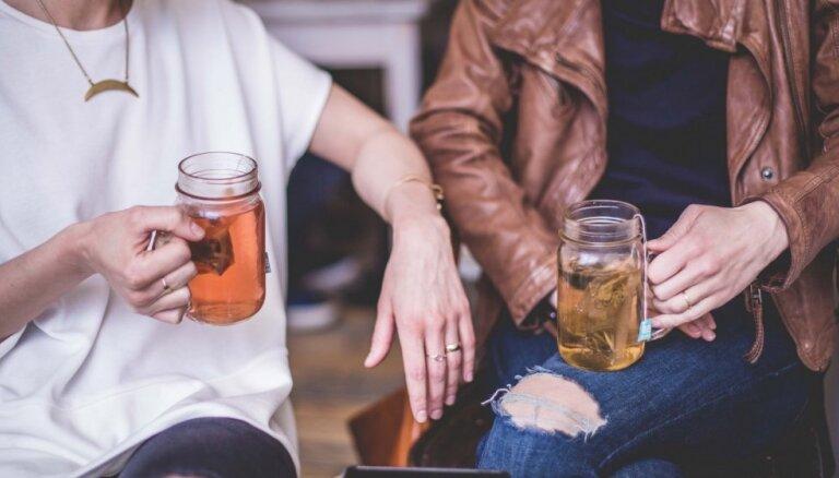 Kā kļūt par izcilu sarunu partneri: ieteicamās tēmas, frāzes un rīcības