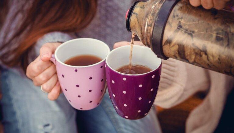 Sildošas tējas un karstas maizītes – gardumi, ko ņemt līdzi Lāčplēša dienas lāpu gājienā