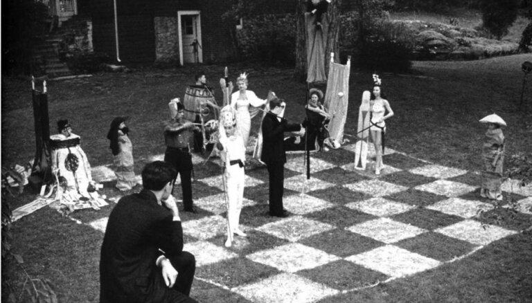 Rundāles pils dārzā norisināsies dzīvā šaha spēle 'Rakstītāji pret lasītājiem'