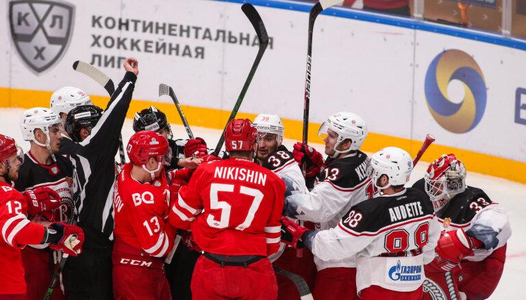 Indrašim un Bukartam rezultatīvas piespēles zaudētās KHL spēlēs