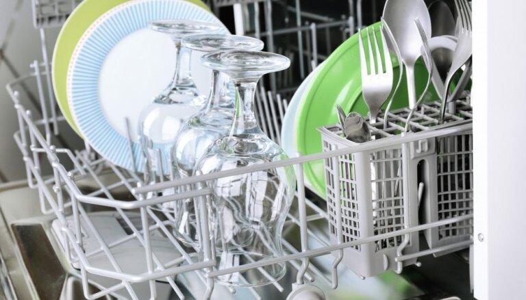 Kā novērst nepatīkamu smaku trauku mazgājamā mašīnā?