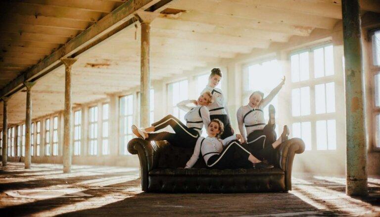 Noskaties! Stepa grupa 'Soul Tap' dejo pie Busuļa un 'Abonementa orķestra' dziesmas