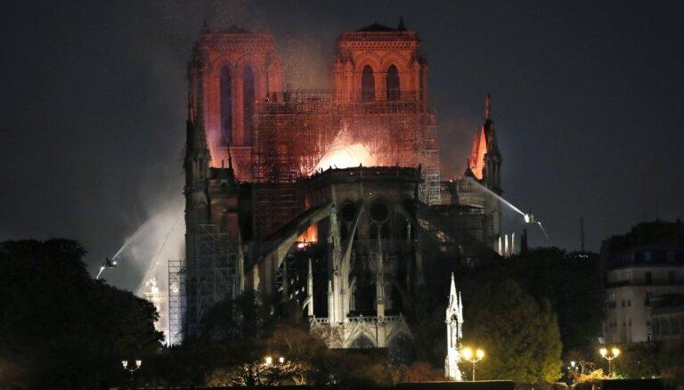 Dievmātes katedrāles degšana: Francija noraida Trampa padomu par ugunsgrēka dzēšanas veidu