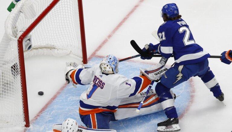 'Islanders' sērijas ceturtajā spēlē panāk izlīdzinājumu pret 'Lightning'