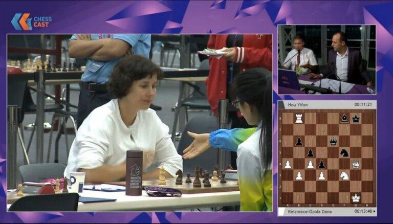 Министр финансов Латвии Рейзниеце-Озола обыграла чемпионку мира по шахматам