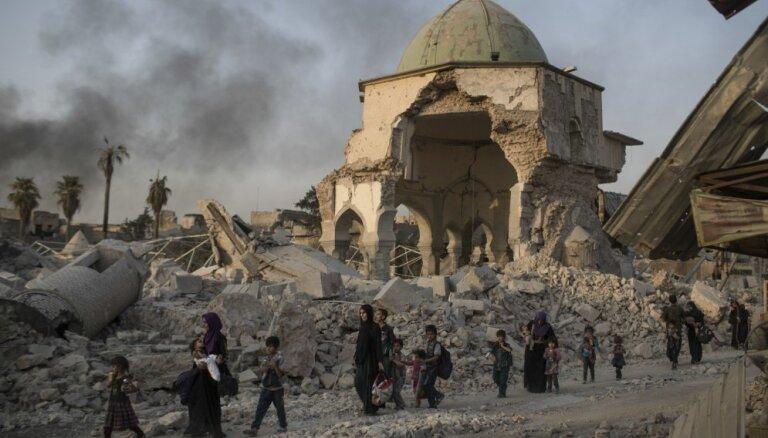 Foto: Mosulā atjaunos 'Daesh' uzspridzināto galveno mošeju, kur sludināja Al Bagdadi
