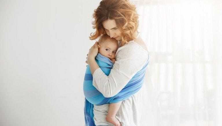 Ne tikai mazuļa pārnēsāšanai – slinga lakata priekšrocības un padomi tā izvēlē