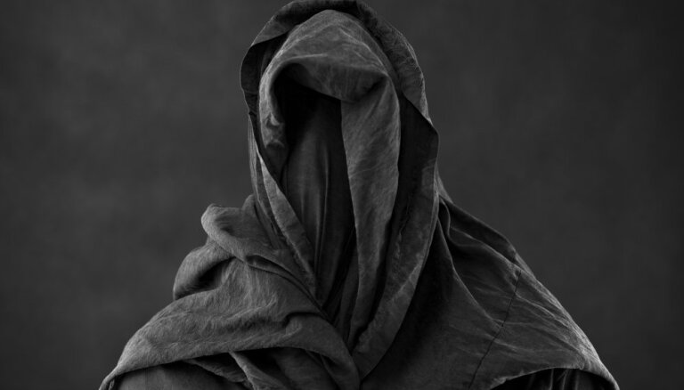 ФОТО: Приведите священника. В старинном доме на снимок попал призрак